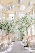 b_300_225_16777215_00_images_Decor_giant-wedding-balloons-and-trees.jpg