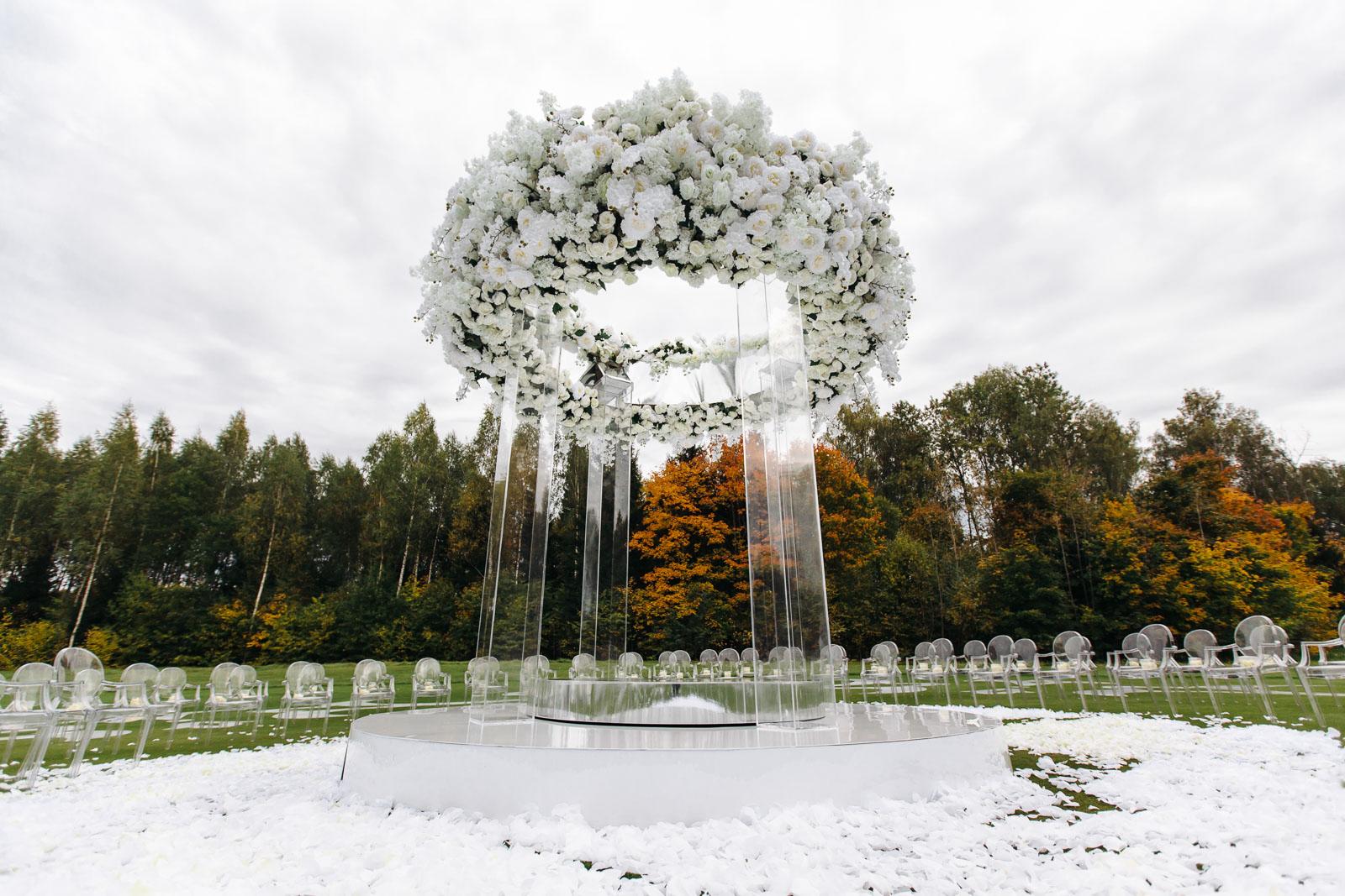 arka_iz_cvetov_na_svadbu
