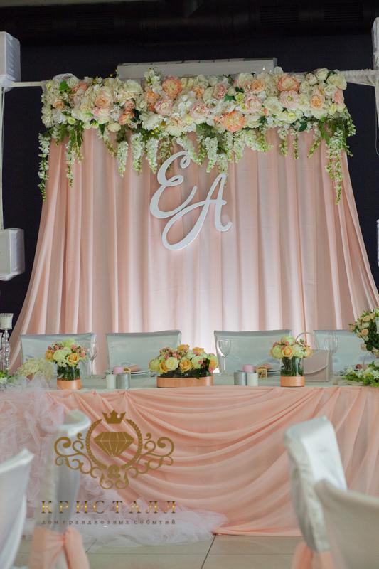 arka-svadba-cvetu-stol