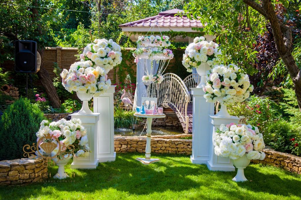 arka-v-sadu-svadba