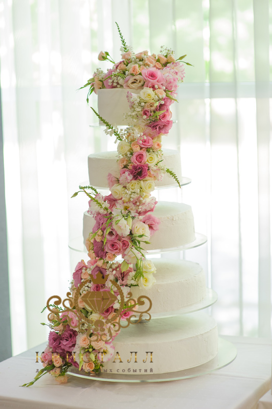 svadba-tort-mnogourovnevuy