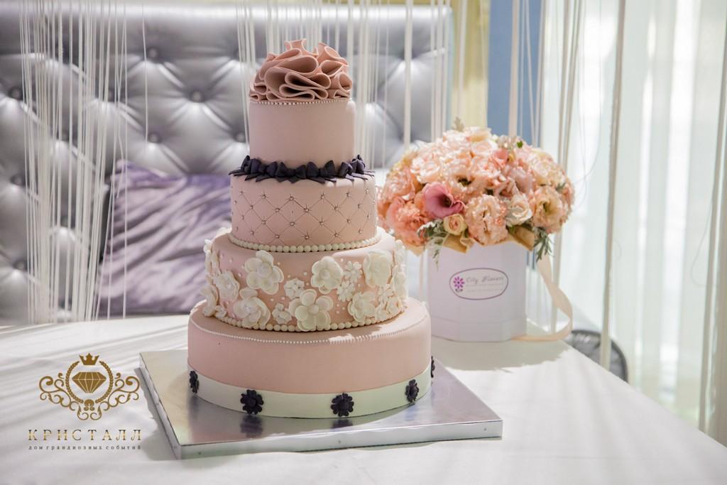 ukrashenie-svadebnogo-torta