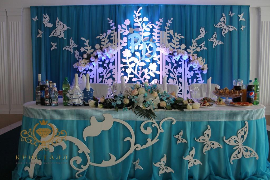 zal-dekor-na-svadbu-babochki