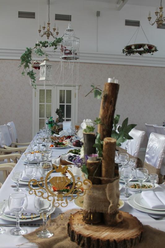 zal-dekor-na-svadbu-derevo